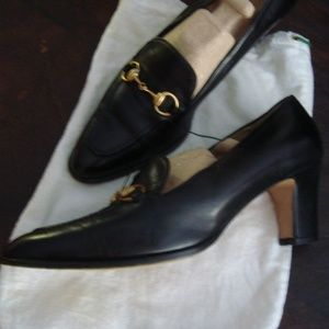 Gucci black leather horsebit pumps 8.5AA